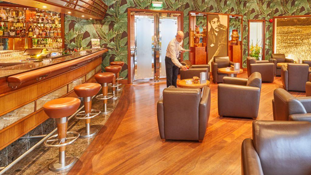 Die Havana Bar. Foto: Hapag-Lloyd Cruises / Wyrwa