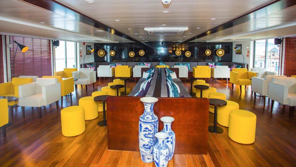 Die moderne Lounge an Bord der Indochine II. Foto: Croisi Europe