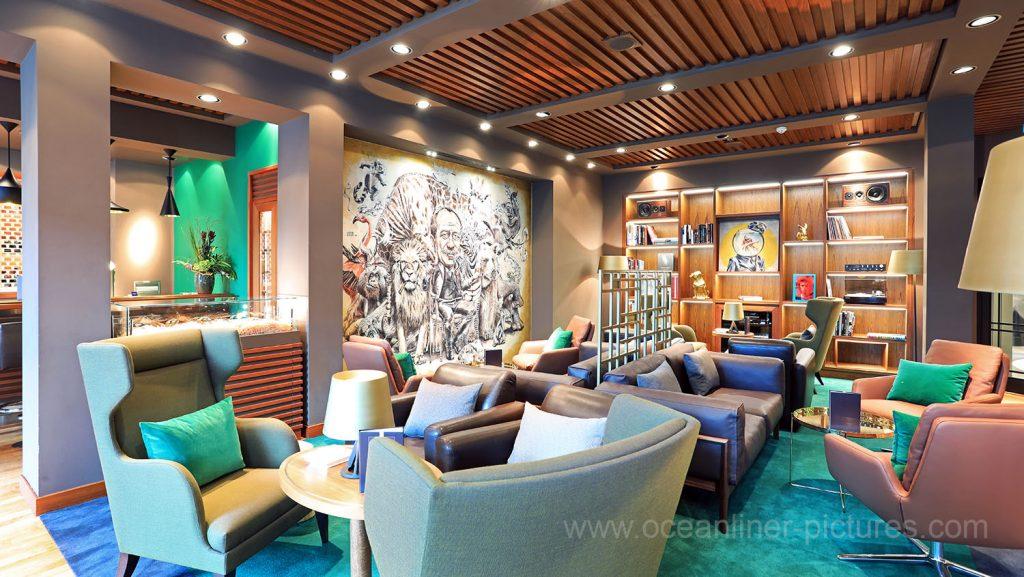MS Europa 2 Collins Bar und Lounge. Foto: Oliver Asmussen/oceanliner-pictures.com