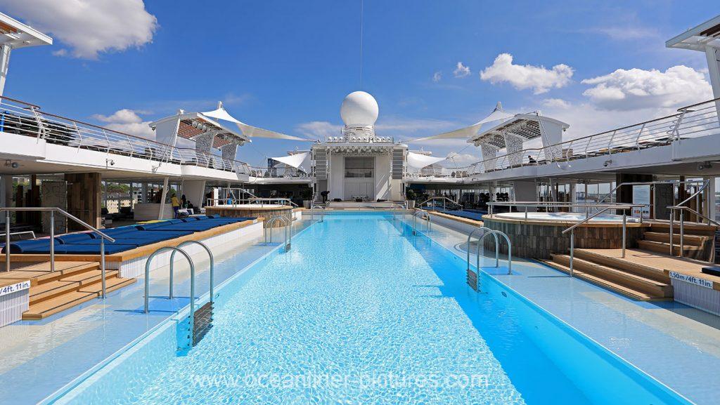 Mein Schiff 6 der 25m Pool. Foto: Oliver Asmussen/oceanliner-pictures.com