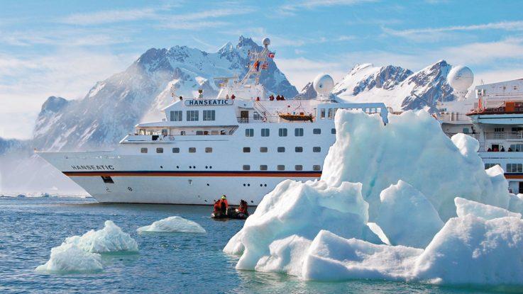Drei Welten am nördlichen Polarkreis erleben die Gäste der Expedition Island, Norwegen und Spitzbergen von Bord der Hanseatic aus. Foto: Hapag-Lloyd Cruises
