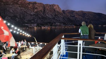 Auslaufen Kotor Montenegro. / Foto: Oliver Asmussen/oceanliner-pictures.com