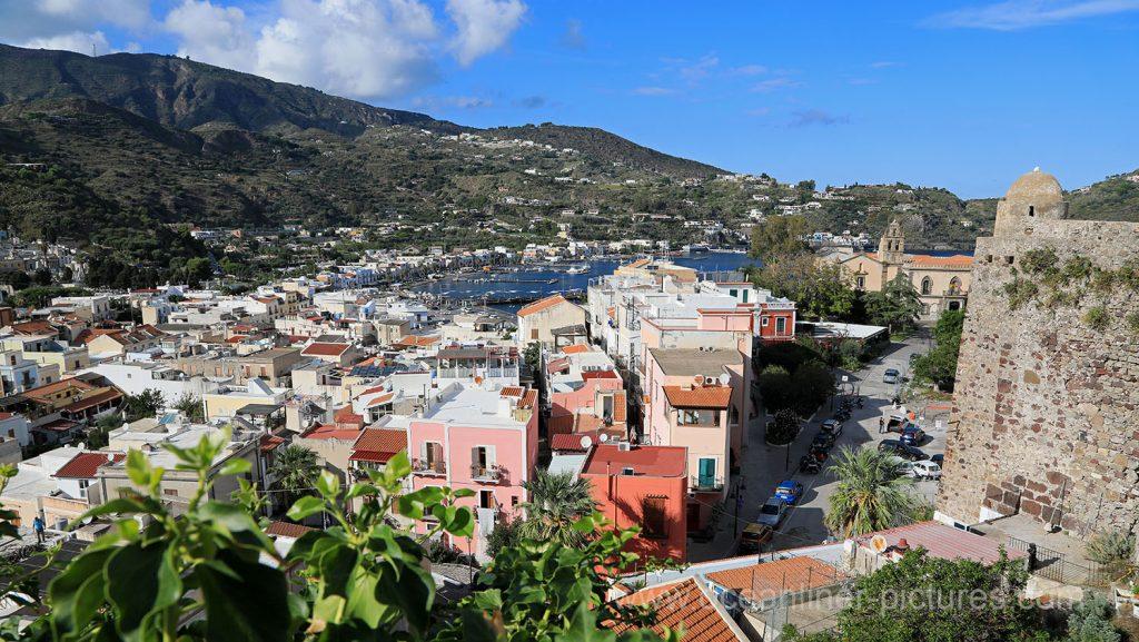 Blick vom Castello in nördliche Richtung auf Lipari. / Foto: Oliver Asmussen/oceanliner-pictures.com