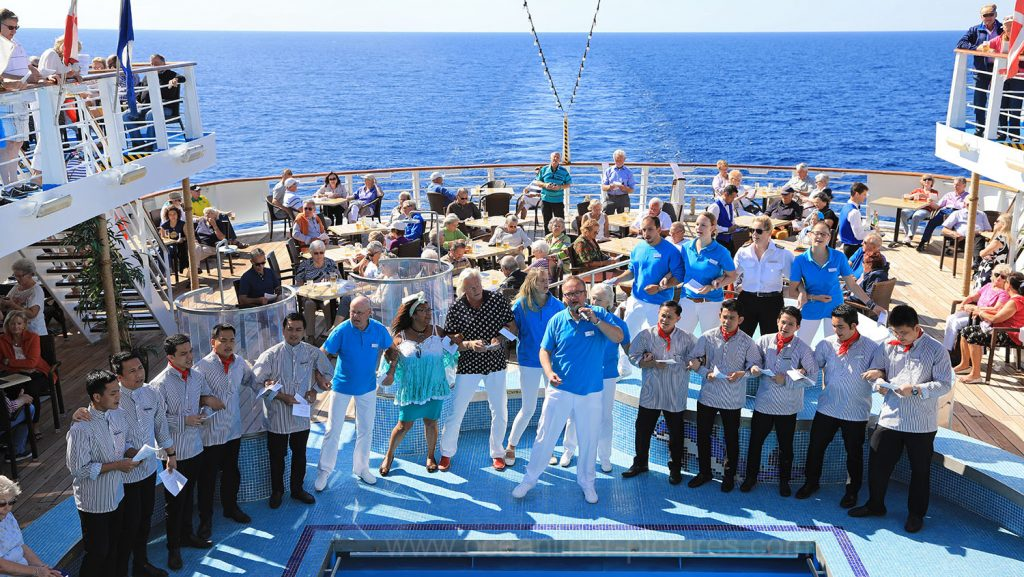 Frühschoppen an Bord der Ocean Majesty. / Foto: Oliver Asmussen/oceanliner-pictures.com