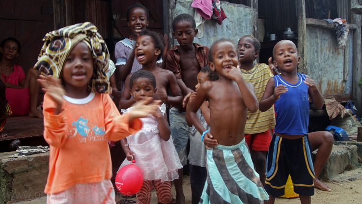 Kinder in Madagaskar. / Foto: Oliver Asmussen/oceanliner-pictures.com