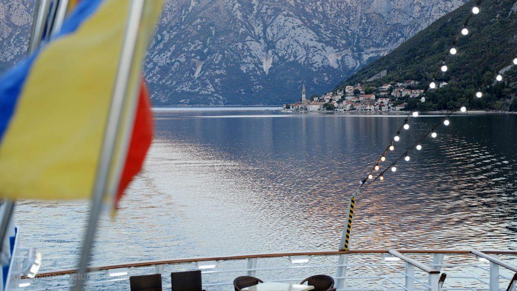 Ocean Majesty in der Bucht von Kotor, Montenegro. / Foto: Oliver Asmussen/oceanliner-pictures.com