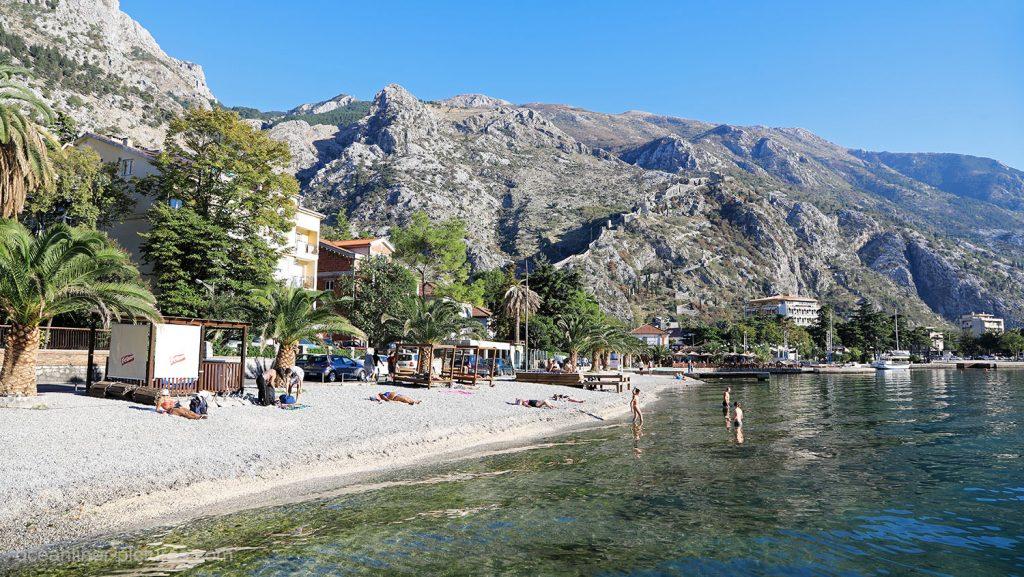 Strand in Kotor, Montenegro. / Foto: Oliver Asmussen/oceanliner-pictures.com