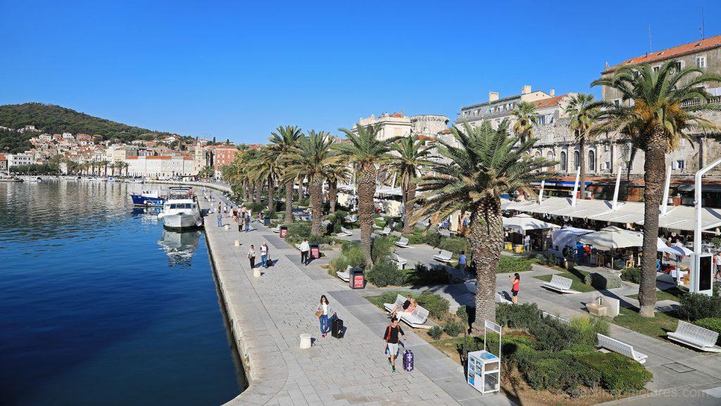 Uferpromenade Riva und Hausberg Marjan in Split, Kroatien. / Foto: Oliver Asmussen/oceanliner-pictures.com