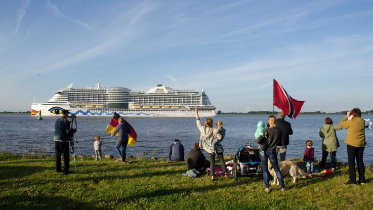 AIDAprima verlässt Hamburg. Foto: bergeest