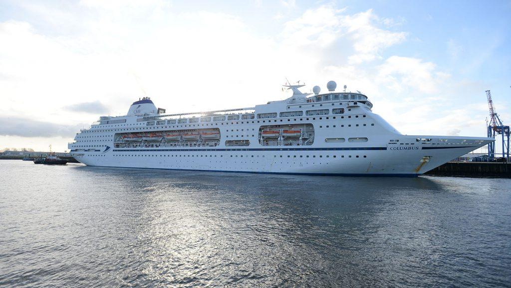 Die Columbus von Cruise und Maritime Voyages feierte in Hamburg ihren Erstanlauf. Foto: André Lenthe