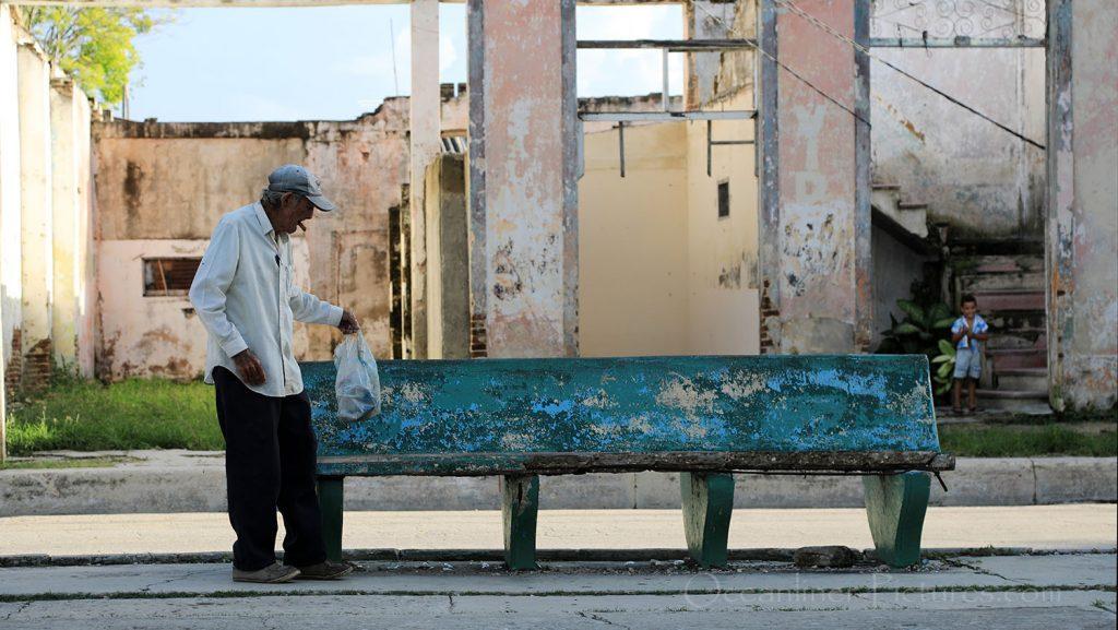 Alter Mann in Antilla, Kuba. / Foto: Oliver Asmussen/oceanliner-pictures.com