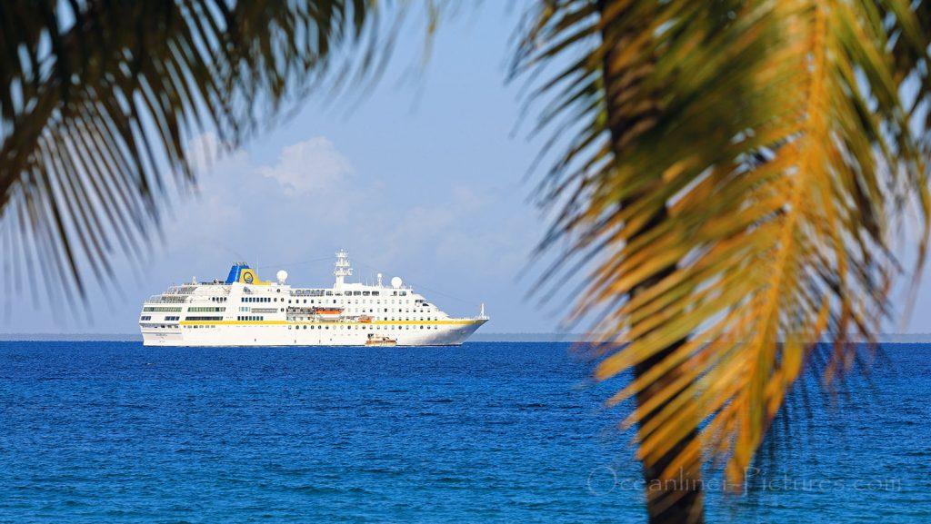 MS Hamburg vor Maria la Gorda, Kuba. / Foto: Oliver Asmussen/oceanliner-pictures.com