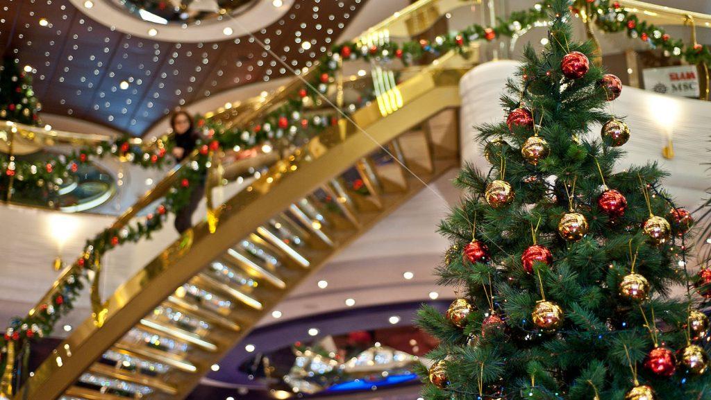 An Bord finden die Gäste weihnachtliche Stimmung. Foto: MSC Kreuzfahrten