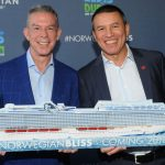 Elvis Duran und Norwegian Cruise Line President & CEO Andy Stuart. Foto:Diane Bondareff/Invision for Norwegian Cruise Line/AP Images