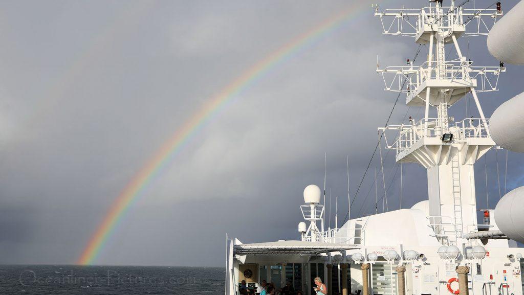 Regenbogen über MS Hamburg. / Foto: Oliver Asmussen/oceanliner-pictures.com