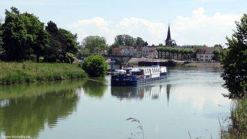 Die MS Jeanine bietet exklusive Weinliebhaber-Fahrten für 24 Gäste in Burgund. Foto: CroisiEurope/Lethabata.net