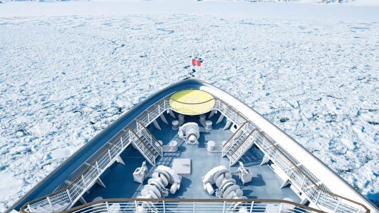 Der neue Hauptkatalog von Hapag Lloyd Cruises ist erschienen. Foto: Hapag Lloyd Cruises
