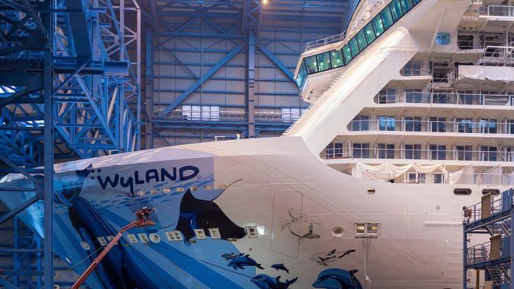 Die Norwegian Bliss in der Werfthalle der Meyer Werft in Papenburg. Foto: Meyer Werft