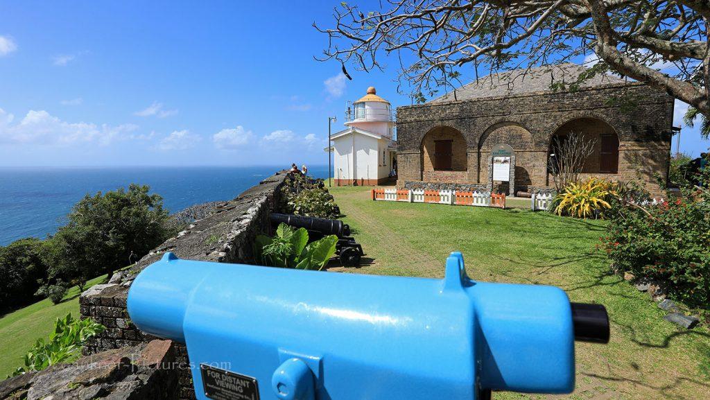 Blick vom Fort King George mit Leuchtturm Scarborough. / Foto: Oliver Asmussen/oceanliner-pictures.com