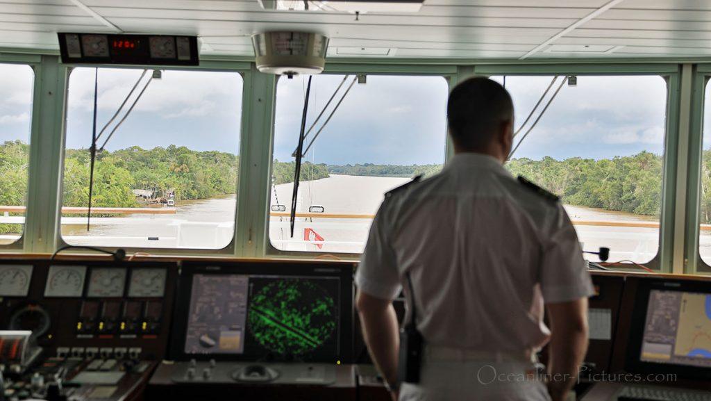 Enge Passage der Breves Kanäle MS Hamburg. / Foto: Oliver Asmussen/oceanliner-pictures.com