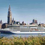 Die Hanseatic inspiration vor der Kulisse in Antwerpen, wo das Kreuzfahrtschiff auch getauft wird. Foto: Hapag Lloyd Cruises
