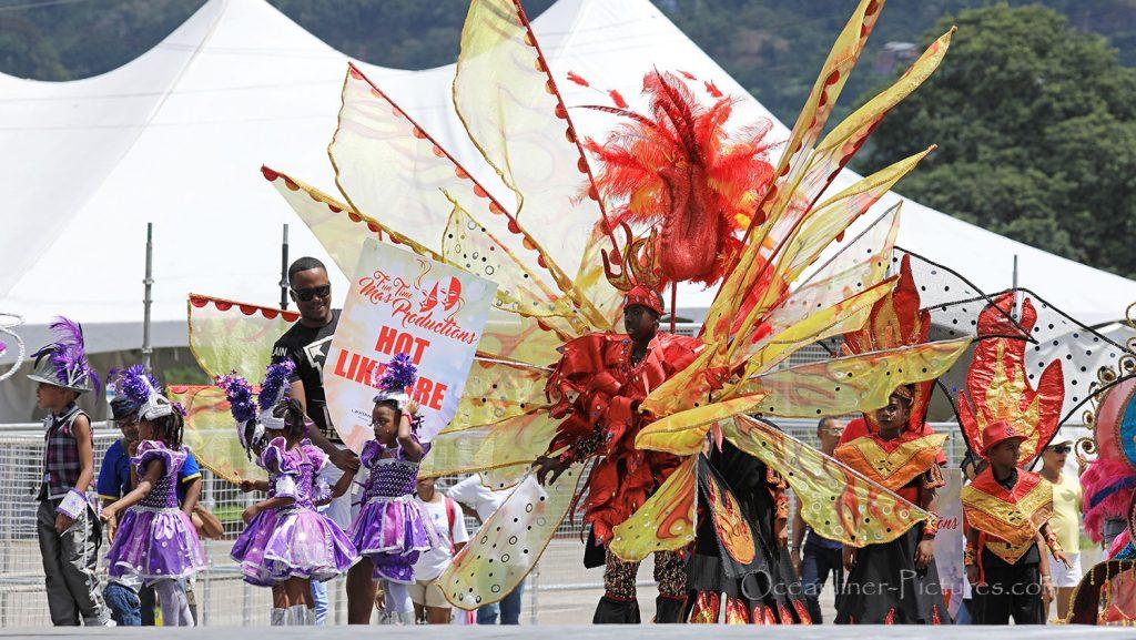 Juniorparade Karneval Trinidad von Tribüne. / Foto: Oliver Asmussen/oceanliner-pictures.com