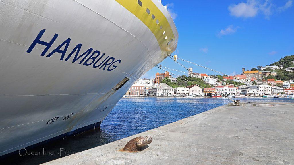 MS Hamburg im Innenhafen von St. Georges, Grenada. / Foto: Oliver Asmussen/oceanliner-pictures.com