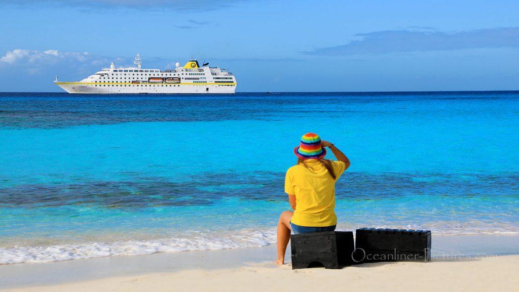 MS Hamburg vor Great Inagua Island, Bahamas. / Foto: Oliver Asmussen/oceanliner-pictures.com