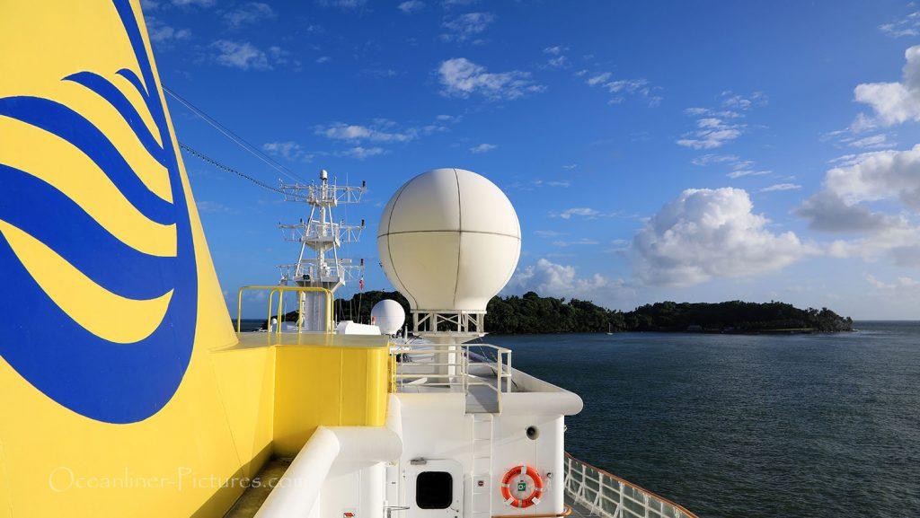 MS Hamburg vor der Ile Royale, Französisch Guyana. / Foto: Oliver Asmussen/oceanliner-pictures.com