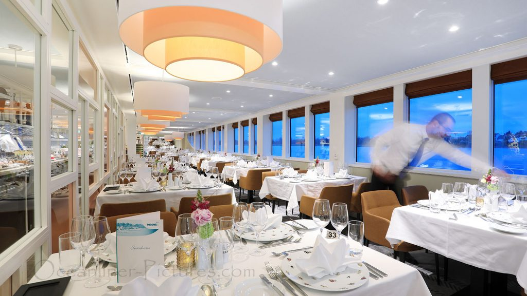 Panorama-Restaurant Vier Jahreszeiten MS Alena. / Foto: Oliver Asmussen/oceanliner-pictures.com