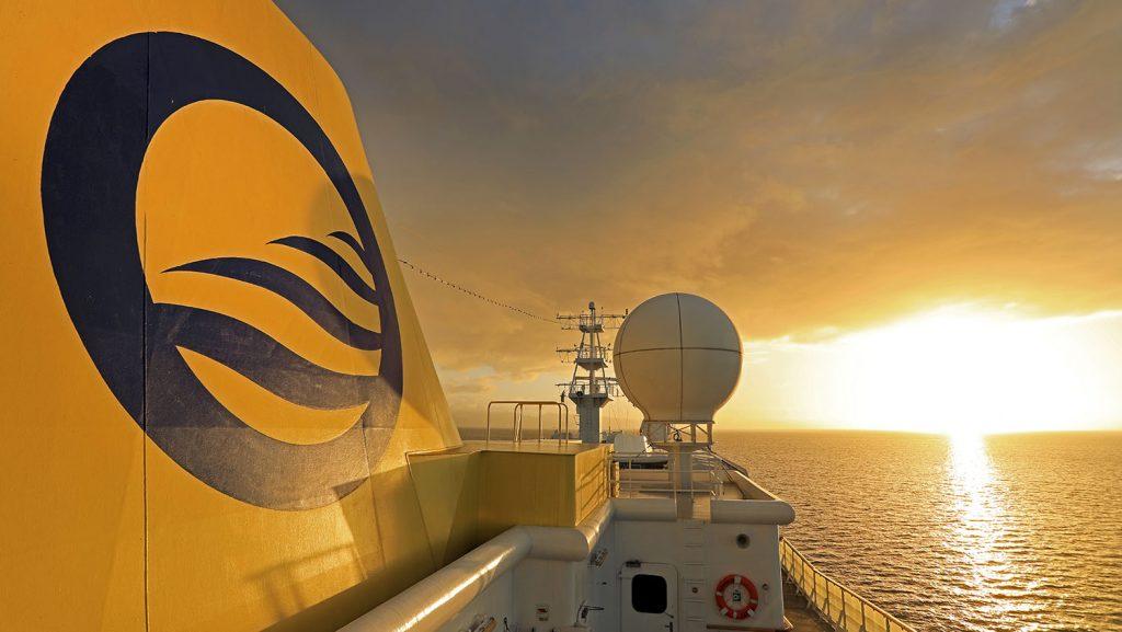 Sonnenaufgang MS Hamburg vor Trinidad. / Foto: Oliver Asmussen/oceanliner-pictures.com