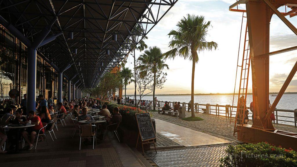 Uferpromenade von Belem, Brasilien, am Abend. / Foto: Oliver Asmussen/oceanliner-pictures.com