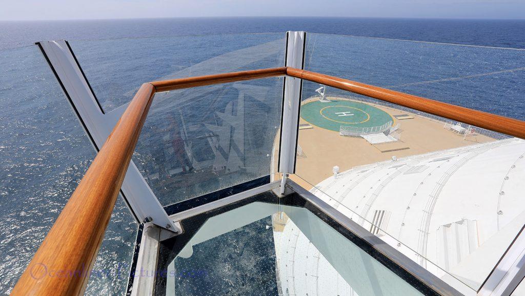 Aussicht von der King of the World Plattform am Bug Symphony of the Seas. / Foto: Oliver Asmussen/oceanliner-pictures.com