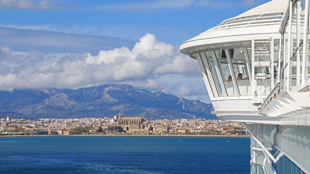 Bordwand der Symphony of the Seas überragender Whirlpool. / Foto: Oliver Asmussen/oceanliner-pictures.com