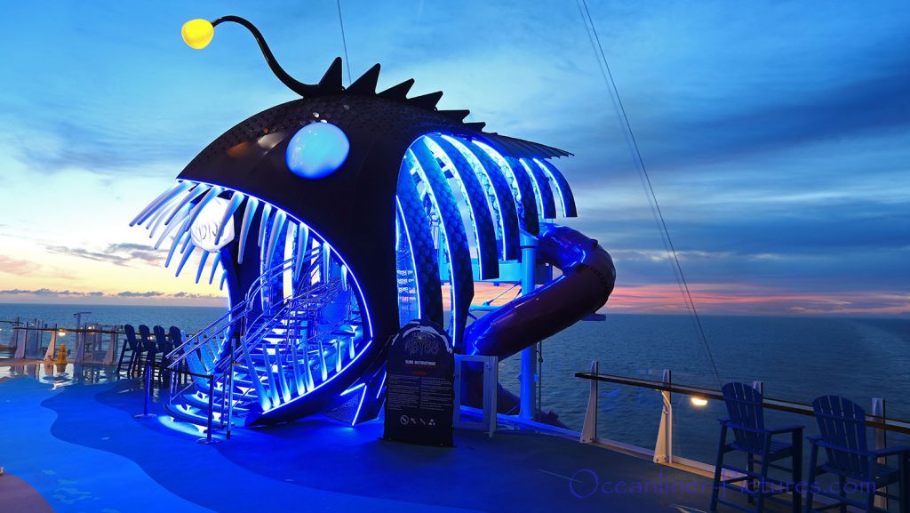 Eingang Ultimate Abyss Rutsche am Morgen Symphony of the Seas. / Foto: Oliver Asmussen/oceanliner-pictures.com