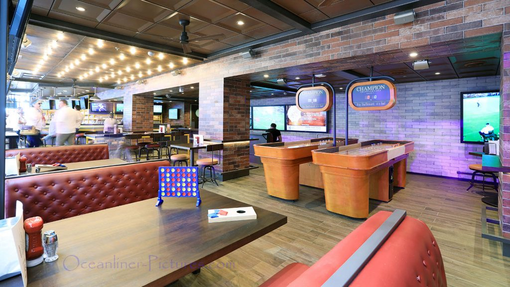 Playmakers Sports Bar Symphony of the Seas. / Foto: Oliver Asmussen/oceanliner-pictures.com