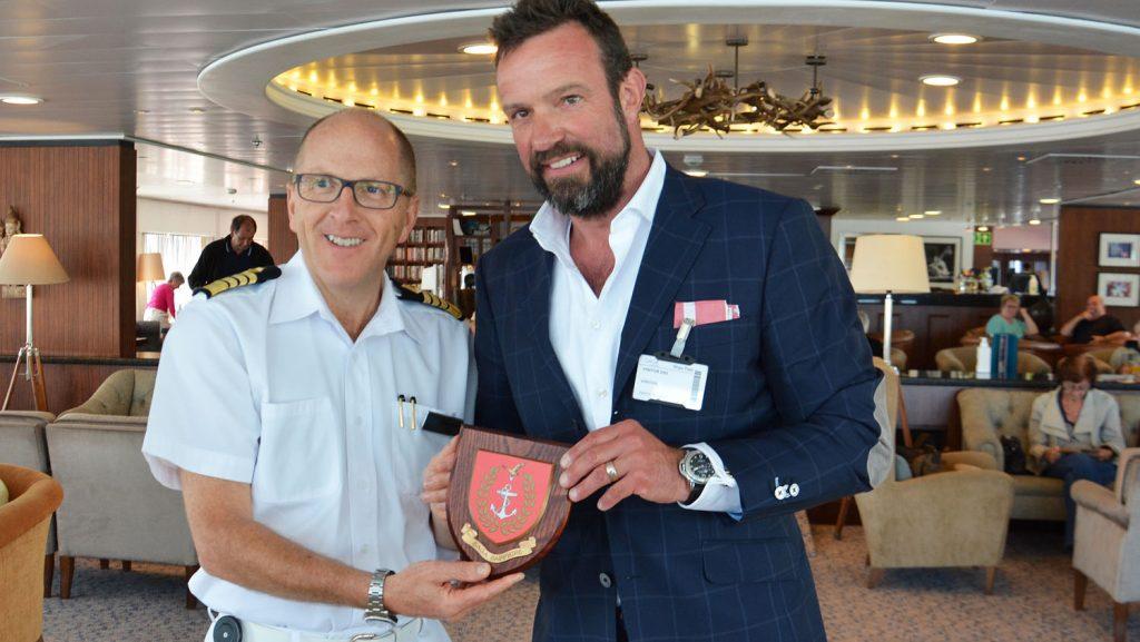 Kapitän Burgess und  Hafenchef Claus. Foto: Port of Kiel