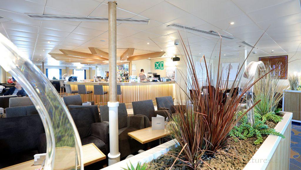 Cafe Cafe Lounge MS Zenith. / Foto: Oliver Asmussen/oceanliner-pictures.com