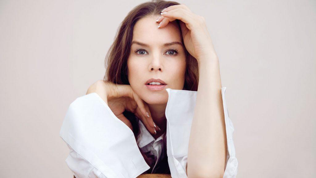 Die Norwegerin Rebekka Bakken ist bekannt für ihre emotionalen und poetischen Lieder. Foto: hapag Lloyd Cruises /Felix Broede