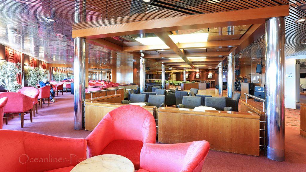 MS Zenith Pura Vida Lounge. / Foto: Oliver Asmussen/oceanliner-pictures.com