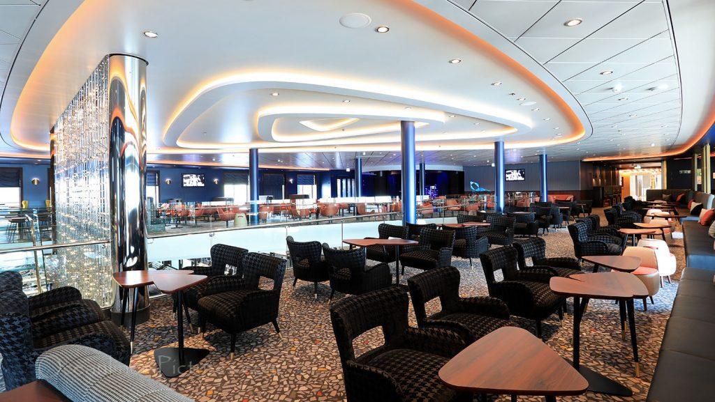 Mein Schiff 1 Schau Bar. / Foto: Oliver Asmussen/oceanliner-pictures.com