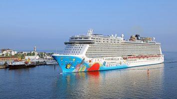Die Norwegian Breakaway beim Erstanlauf in Warnemünde. Foto: Norwegian Cruise Line/Oliver Asmussen