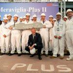 MSC Cruises Executive Chairman Pierfrancesco Vago und die Mitarbeiter von STX France feiern den Stahlschnitt der MSC Virtuosa. Foto: MSC Cruises/Ivan Sarfatti