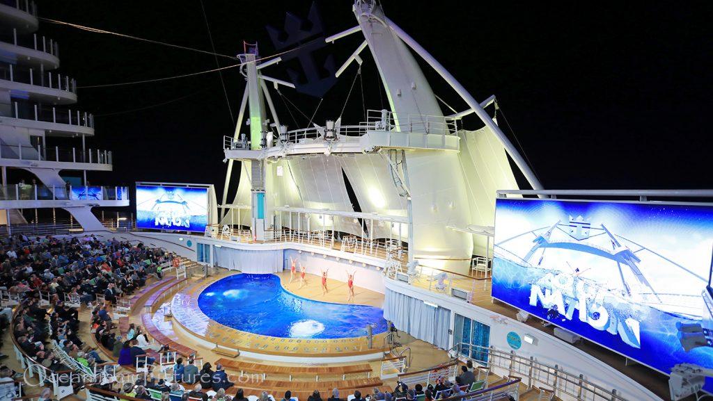 AquaNation Wassershow Aqua Theater Symphony of the Seas. / Foto: Oliver Asmussen/oceanliner-pictures.com