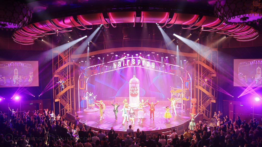 Hairspray Broadway Musical auf der Symphony of the Seas. / Foto: Oliver Asmussen/oceanliner-pictures.com