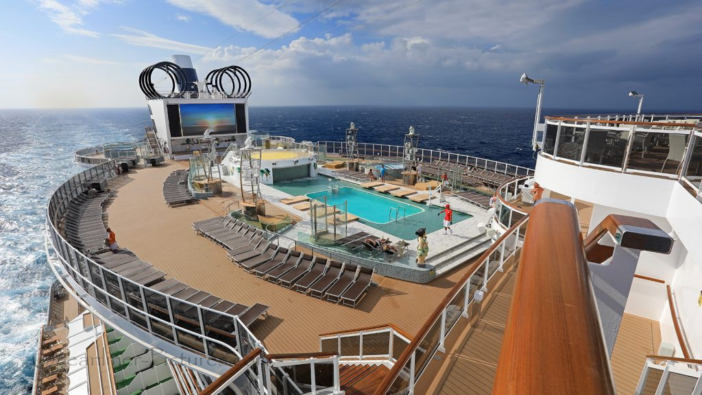 MSC Seaview Panoramablick auf Panorama Pool und Sonnendeck. / Foto: Oliver Asmussen/oceanliner-pictures.com