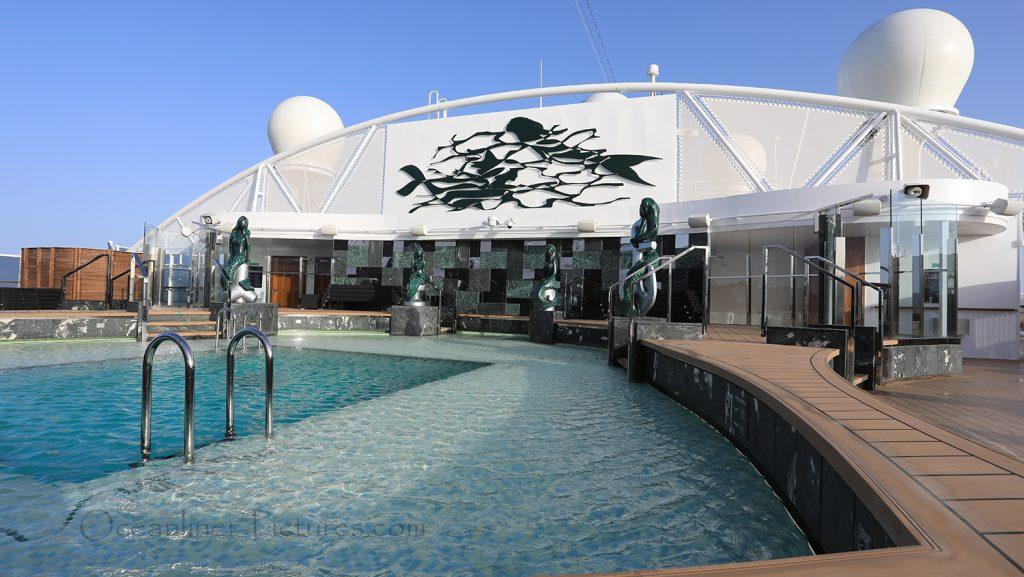 MSC Seaview Yacht Club Pool. / Foto: Oliver Asmussen/oceanliner-pictures.com