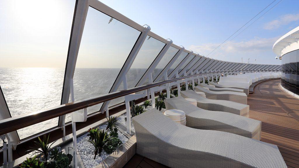 MSC Seaview Yacht Club Sonnendeck am Abend. / Foto: Oliver Asmussen/oceanliner-pictures.com