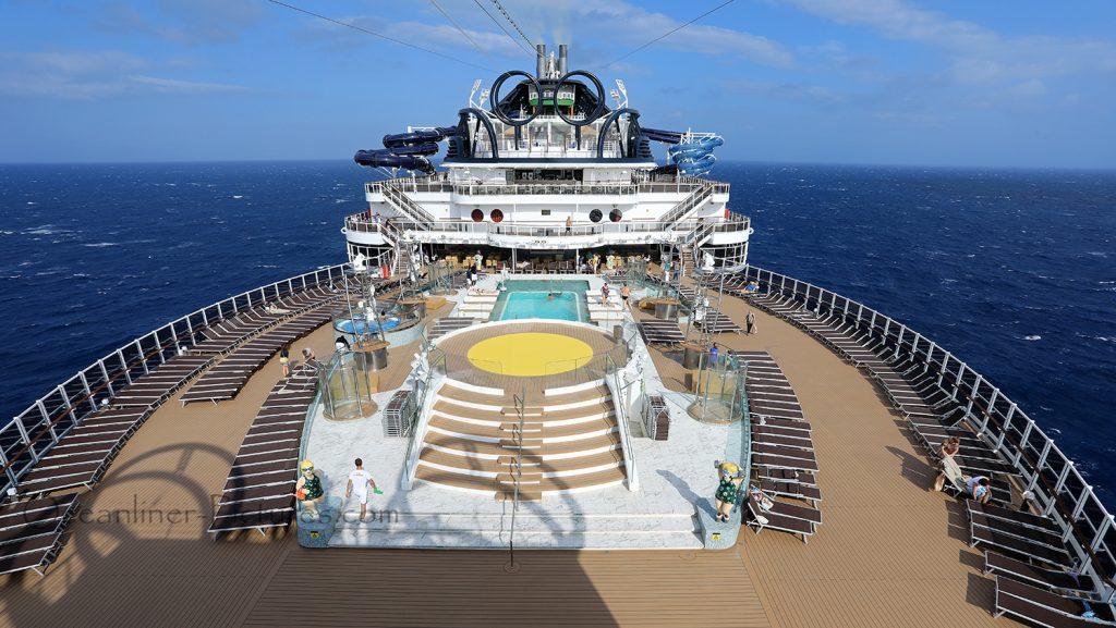 Panoramablick MSC Seaview Sonnendeck und Panorama Pool von Deck 20. / Foto: Oliver Asmussen/oceanliner-pictures.com