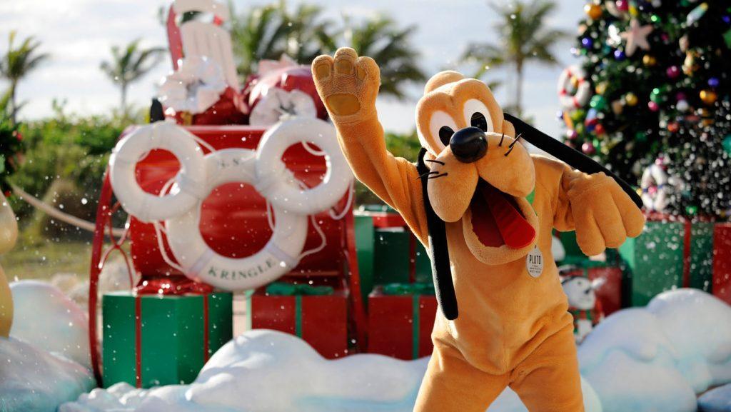 Auch auf der privatinsel Castaway erwarten die Gäste viele weihnachtliche Details. Foto: Disney Cruise Line/Kent Phillips